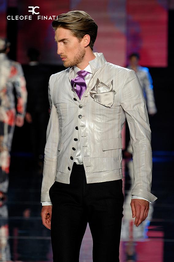 Total white menswear tendenza uomo dell'estate