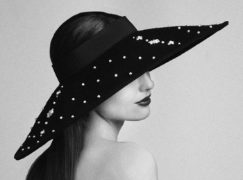The bonnet: a royal and refined accessory