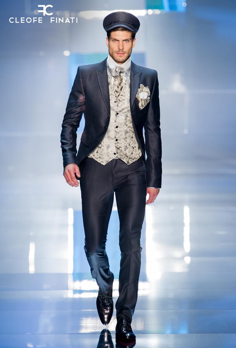 Elia Fongaro wears a Cleofe Finati suit