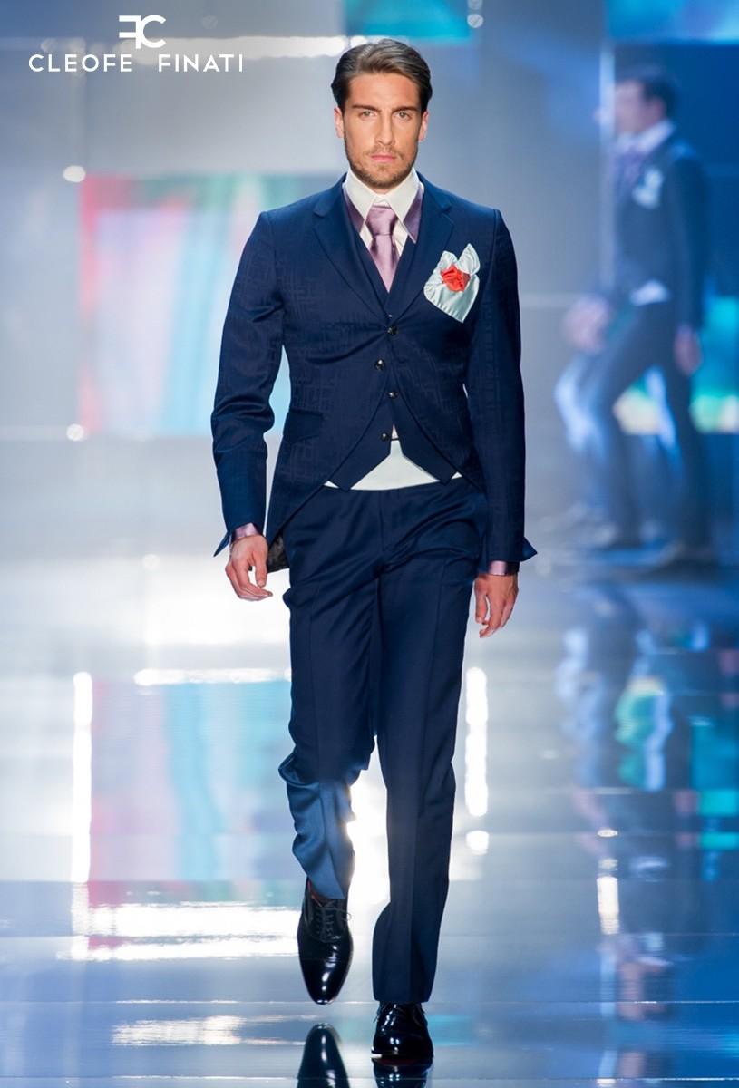 Alex Vyntra wears a Cleofe Finati suit
