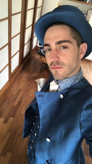 IL VERO UOMO DANDY Tommaso Zorzi che interpreta il nuovo stile dandy portato in auge da Gianluca Vacchi