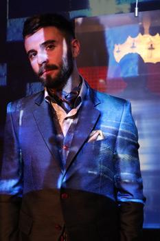 Re del social si racconta innamorato degli abiti uomo new dandy glamour Cleofe Finati