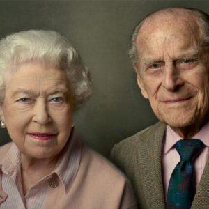 La regina Elisabetta e il messaggio d'amore per Filippo sui social