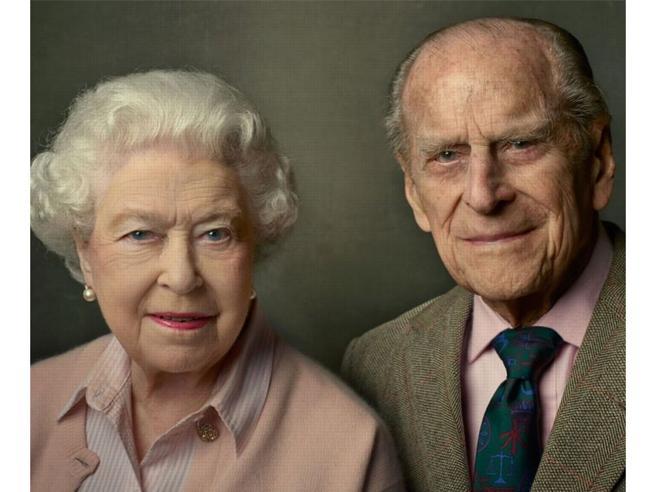 La regina Elisabetta e il messaggio d'amore per Filippo sui social: «È stato semplicemente la mia forza»